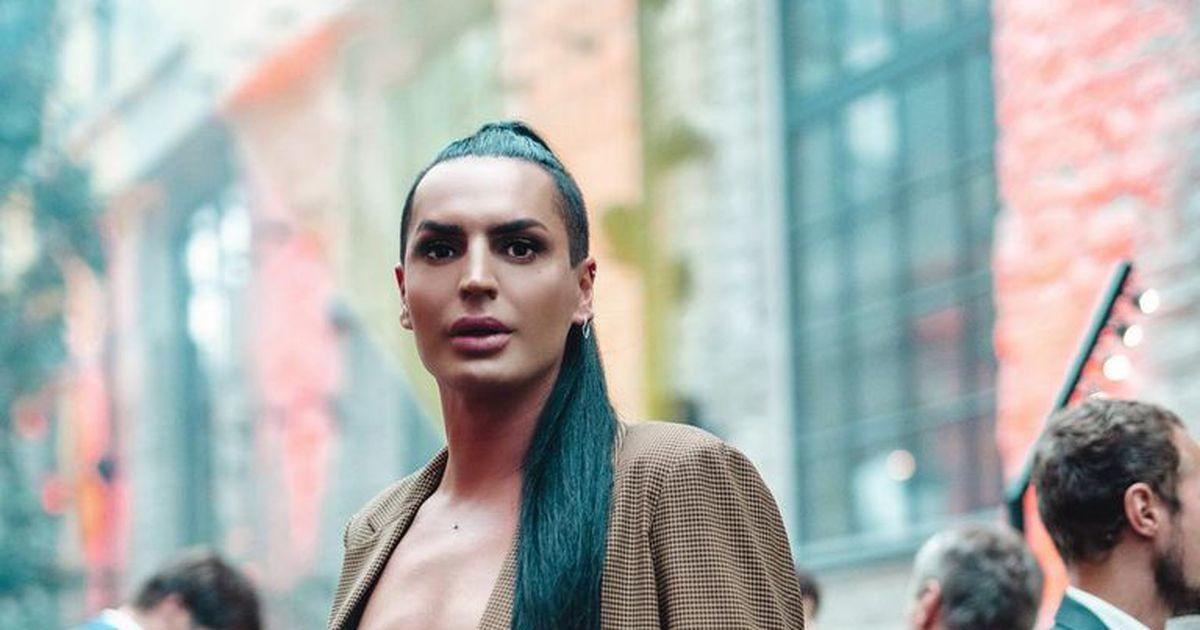 Эпатажный стилист Алексей Солтан показал, как нужно принимать душ на французском курорте