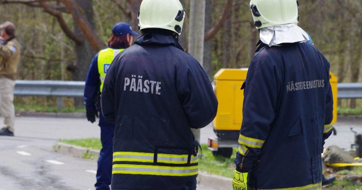 Спасатели пришли на помощь уснувшему в автомобиле с работающим мотором мужчине