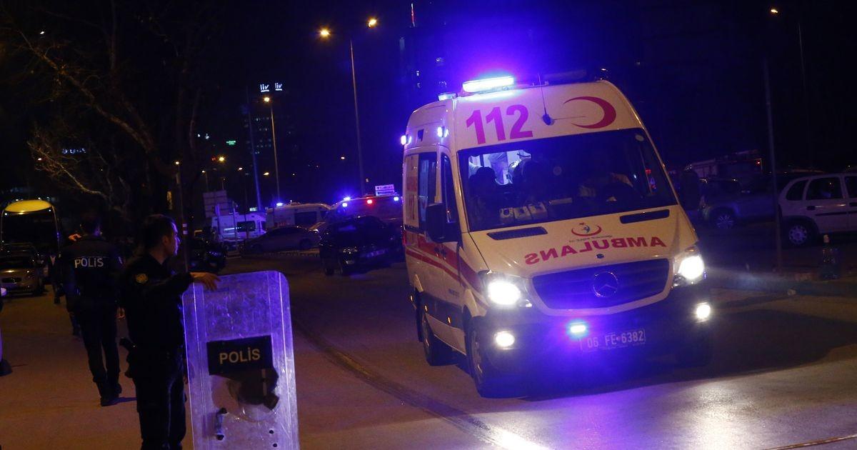 В Турции опрокинулся автобус с туристами: один погибший и 26 пострадавших