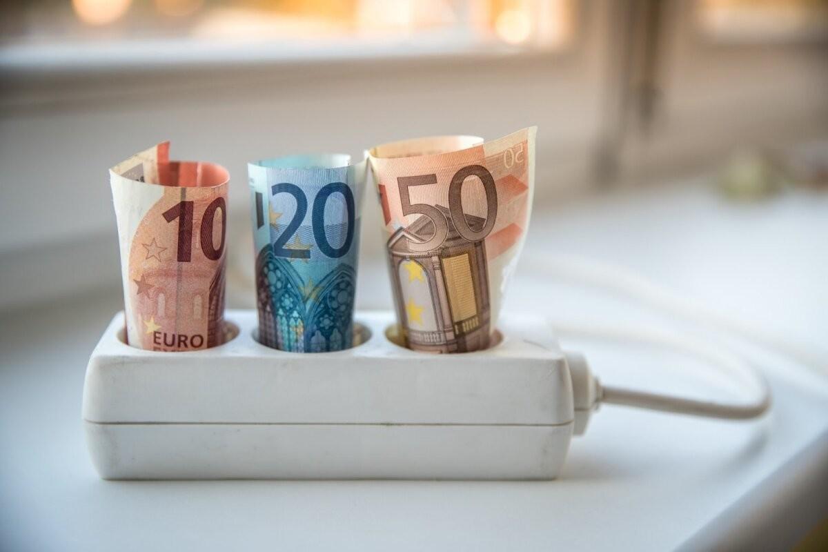 Сокращение сетевой платы наполовину и пособия малоимущим. Правительство компенсирует цены на электроэнергию
