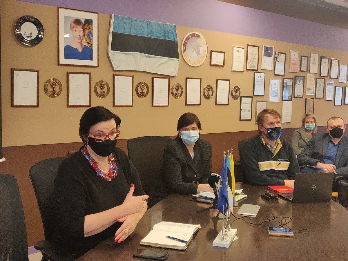 Школам Нарвы закупают тысячи масок