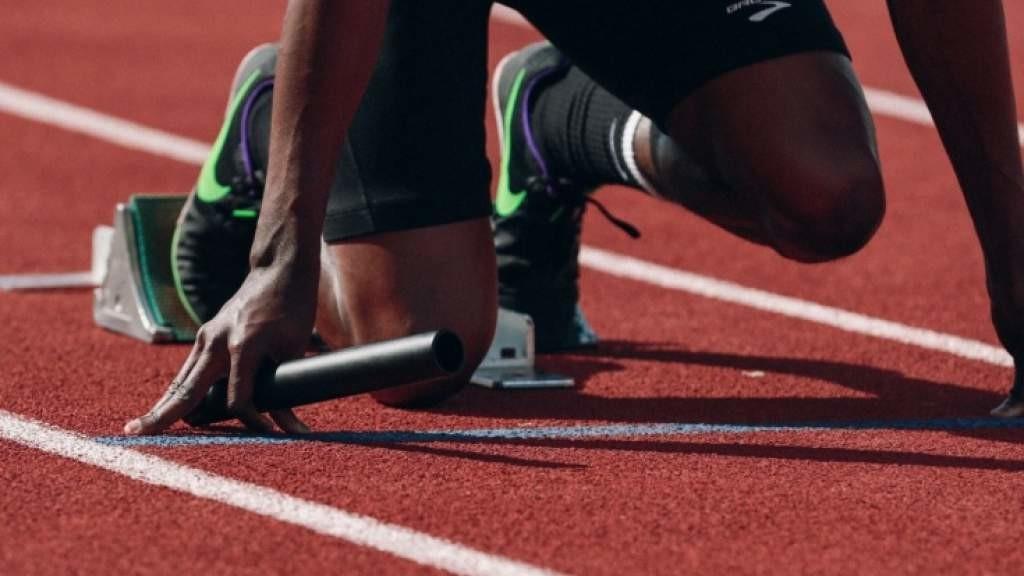 Почему дёргается колено, должно ли дёргаться, что проверяет невролог, когда бьёт молоточком