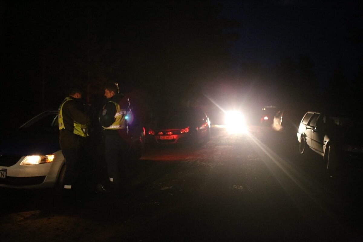 На выходных помощь полиции потребовалась 17 грибникам