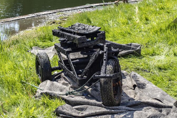 Во время очистки пруда Шнелли водолазы нашли необычное трехколесное транспортное средство
