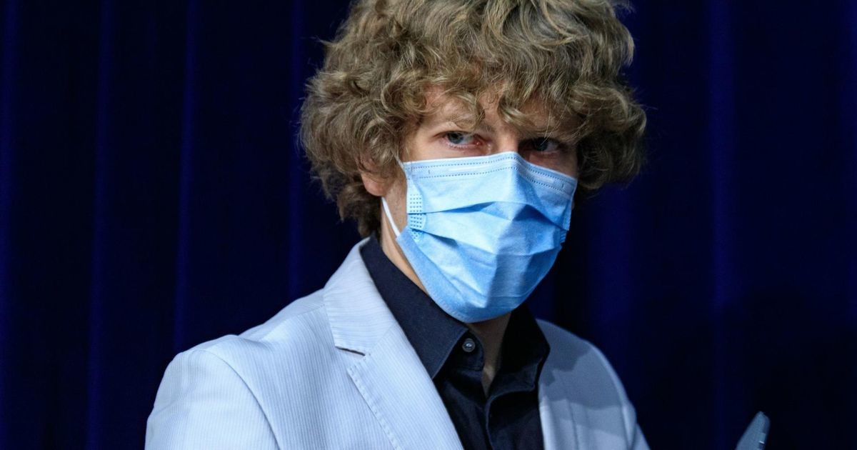 Кийк: вакцинированные могли бы не носить маски