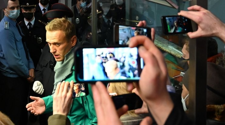 Эстония требует освобождения Навального