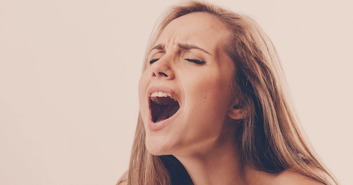 Почему женщины кричат и стонут во время секса?