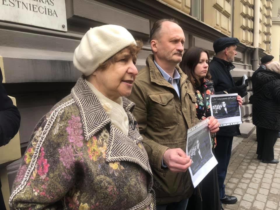 В Риге прошли пикеты у эстонского посольства в защиту правозащитника Сергей Середенко