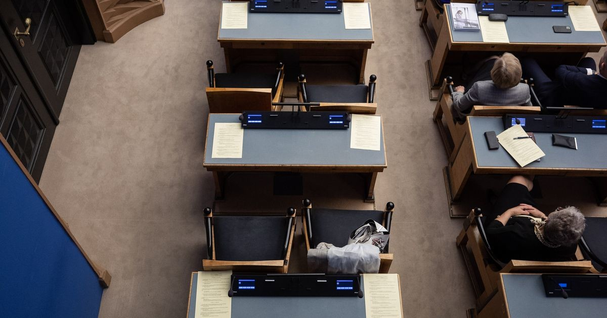 Члены EKRE в знак протеста покинули зал во время речи президента
