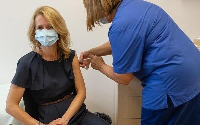 Переболевшая коронавирусом Кая Каллас вакцинировалась в Таллинне