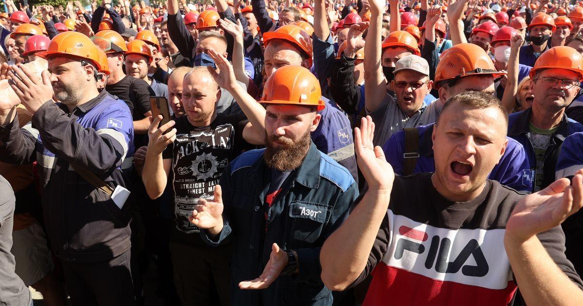 """""""Оппозиция не помогла"""": Рабочих из Белоруссии, участвовавших в митингах, лишили рабочих мест"""