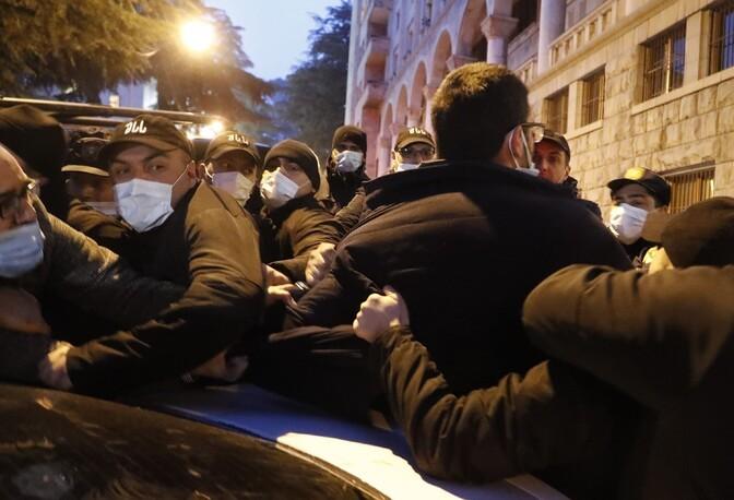 Грузинская полиция провела силовое задержание оппозиционного политика