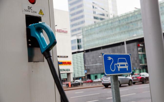 Пункты зарядки электромобилей станут обязательными для зданий с парковкой для более 20 машин