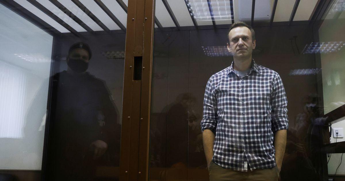 За две недели в покровской колонии Навальный получил шесть выговоров