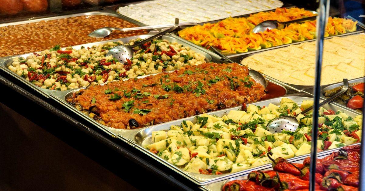 Буфеты и шведские столы в центре Таллинна: сколько стоит полноценно поесть и даже выпить
