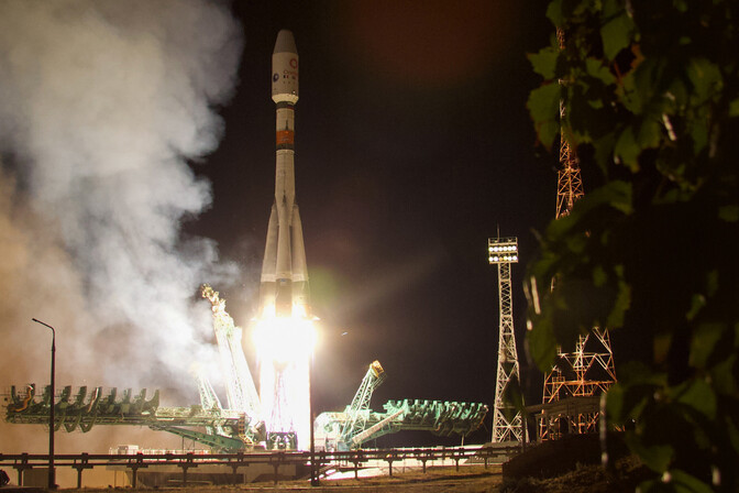 """Российская ракета-носитель """"Союз-2.1б"""" доставила в космос 34 новых британских спутника"""