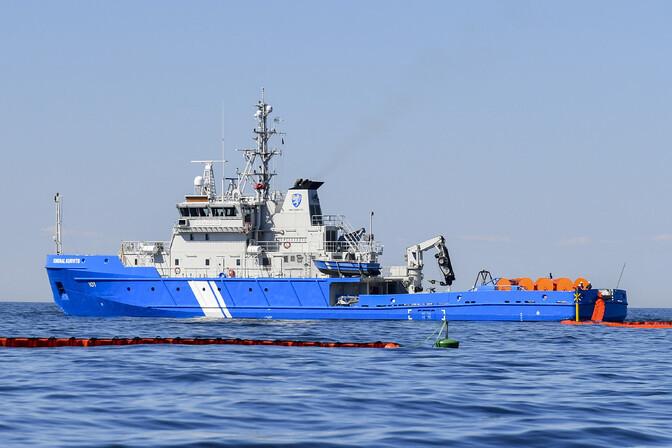Власти Силламяэ просят горожан не купаться в море до устранения загрязнения