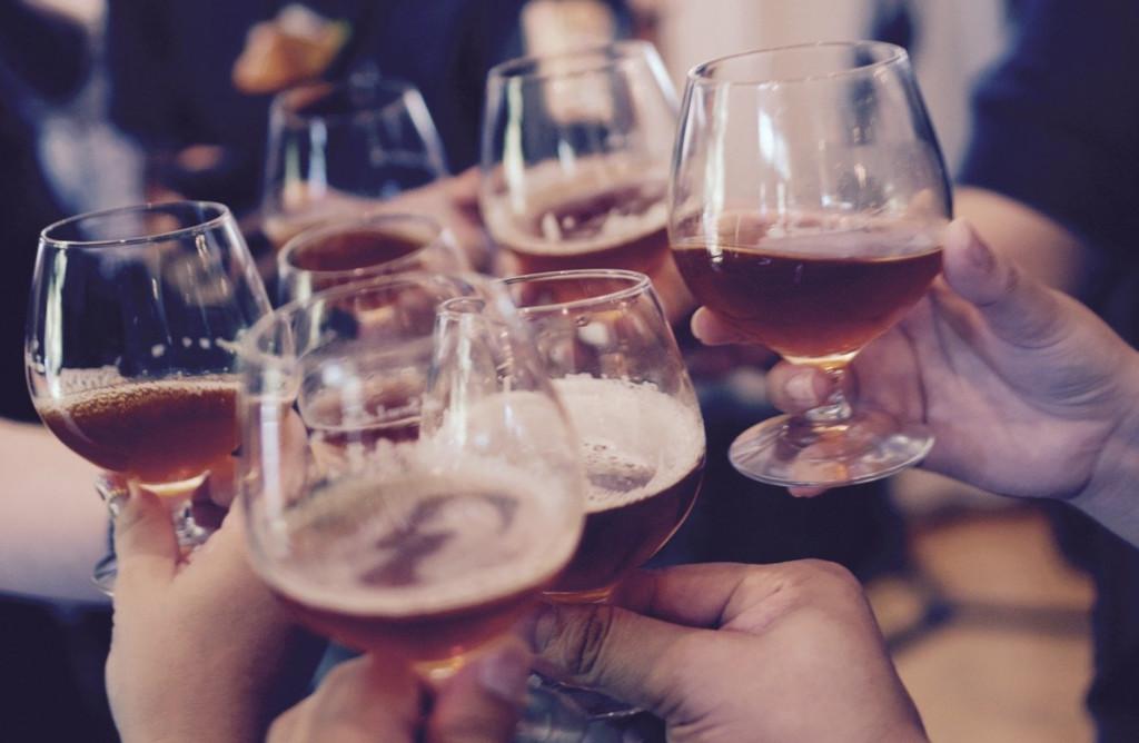Правительство продлило запрет на ночную торговлю алкоголем до конца марта