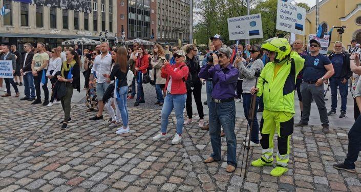 Должна быть свобода выбора - таллинцы рассказали, зачем пришли на протестный митинг
