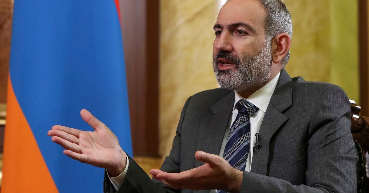 Пашинян пообещал уйти в отставку в апреле