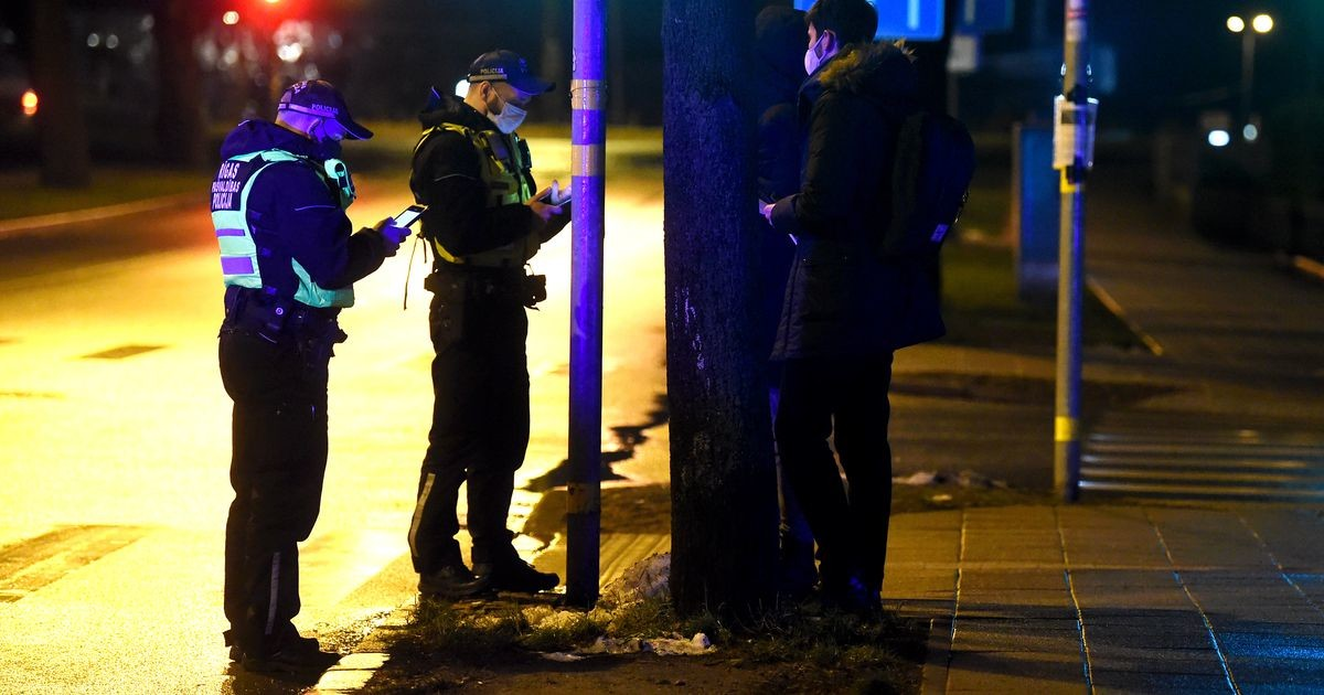 Ограничения в связи с Covid-19: в Латвии полиция уже выписала штрафов на миллион евро