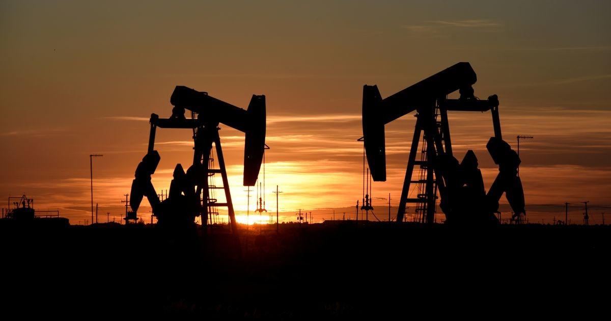 Страны ОПЕК+ пытаются договориться об увеличении объемов добычи нефти