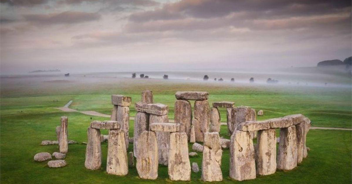 И камни не вечны: в столбах Стоунхенджа появились дыры, им нужен ремонт