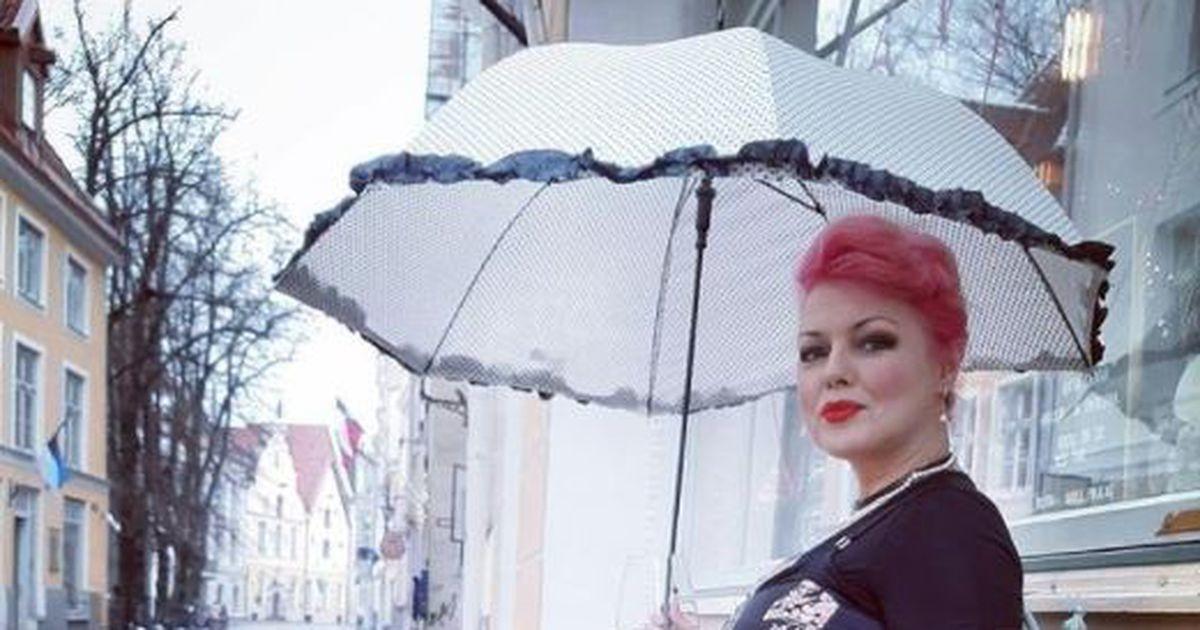 Еще март, а эстонская модель Беатриче уже купается в море