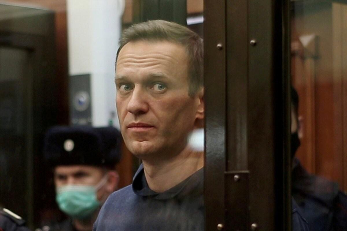 """""""У него утрачивается чувствительность рук"""". У Навального обнаружили две грыжи"""