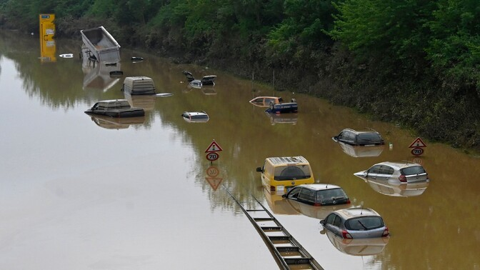 Наводнение в Западной Европе: 150 погибших, сотни пропали без вести, спасатели ищут выживших