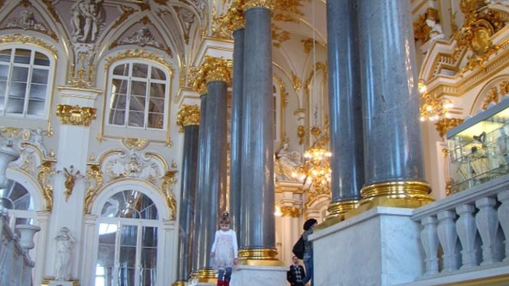 Шедевры из коллекции Эрмитажа и Cartier выставлены в Петербурге