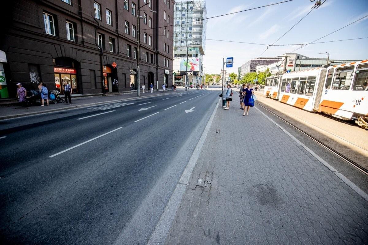ФОТО | У самой оживленной остановки Таллинна исчезли заграждения. Куда они пропали?