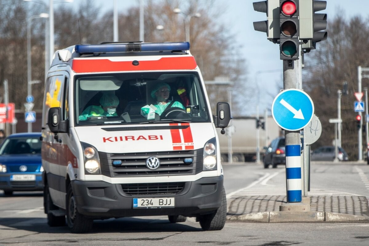 86-летняя женщина за рулем автомобиля сбила велосипедиста и скрылась с места происшествия