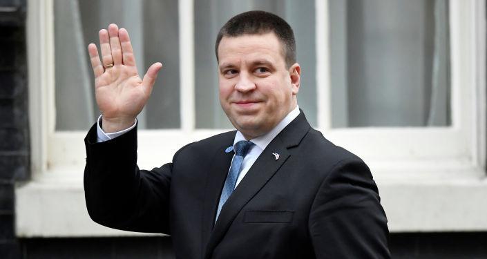 Главный кандидат в президенты Эстонии по-русски поздравил женщин с 8 марта