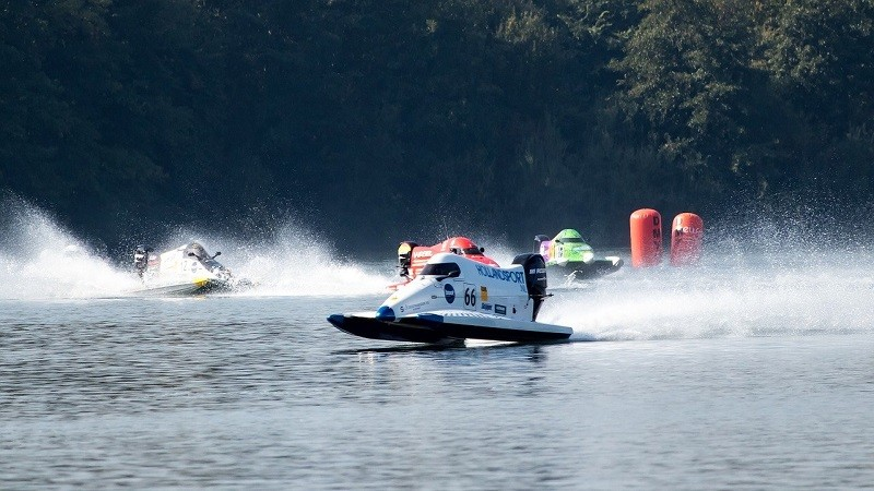 Двигатель внутреннего сгорания запрещён на многих водоёмах