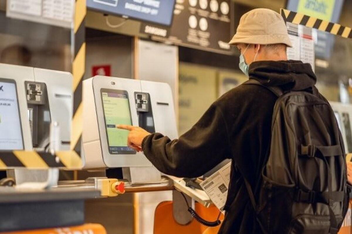 Нововведение за 230 тысяч евро: в аэропорту Риги пассажиры airBaltic будут сдавать багаж по-новому