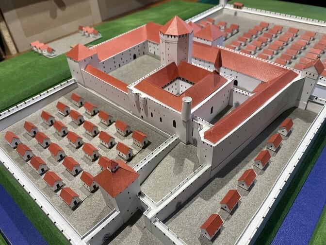ФОТО: пайдеский учитель смастерил макет орденского замка