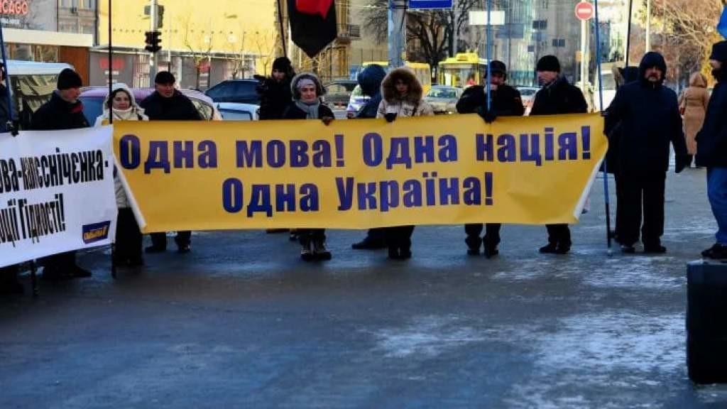 О «коренных» и «некоренных» народах: Киев козыряет «неприкрытым нацизмом»
