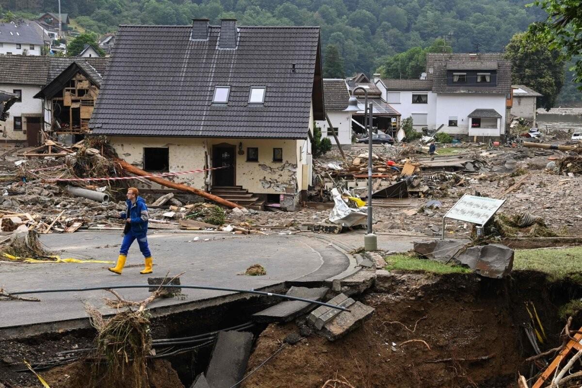 На западе Германии объявили режим военной катастрофы