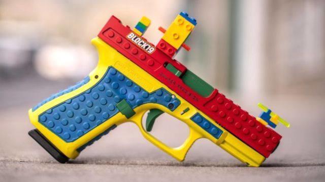 Скандал: выпустили пистолет, который выглядит как детская игрушка