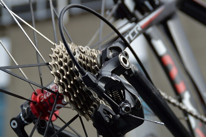 Полиция разыскивает водителя, наехавшего на столичной улице Вяйке-Амеэрика на велосипедистку