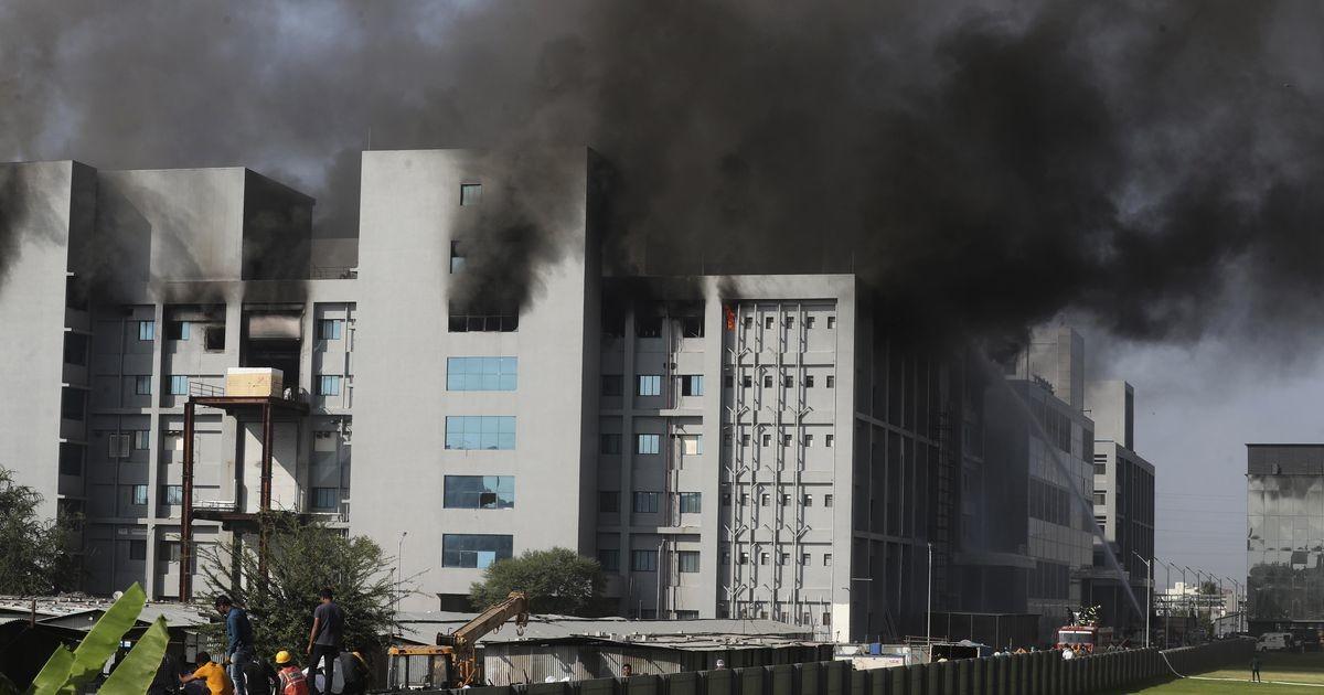 На крупнейшем заводе по производству вакцины от коронавируса вспыхнул пожар