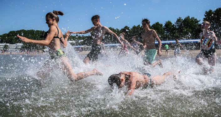 В Эстонии температура воды на пляжах пошла в рост - местами до +30