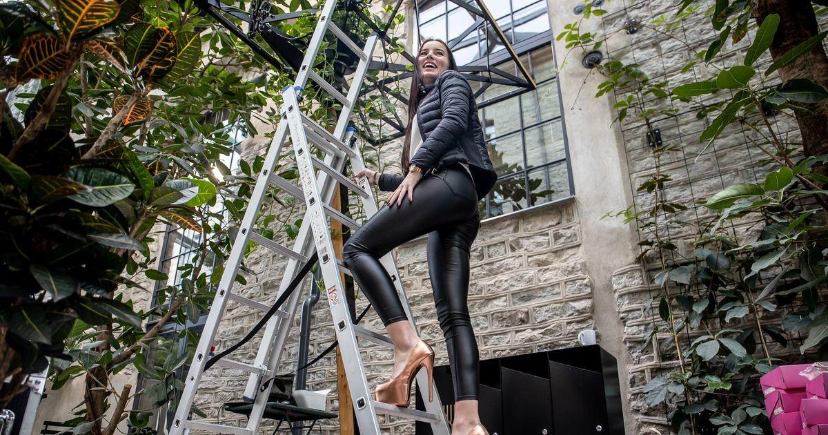 Фото: подглядите, как полуодетые модели готовятся к показу мод