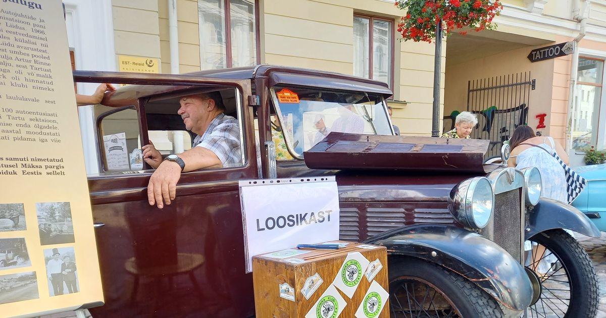 Ратушную площадь в Тарту заполонили ретро-автомобили