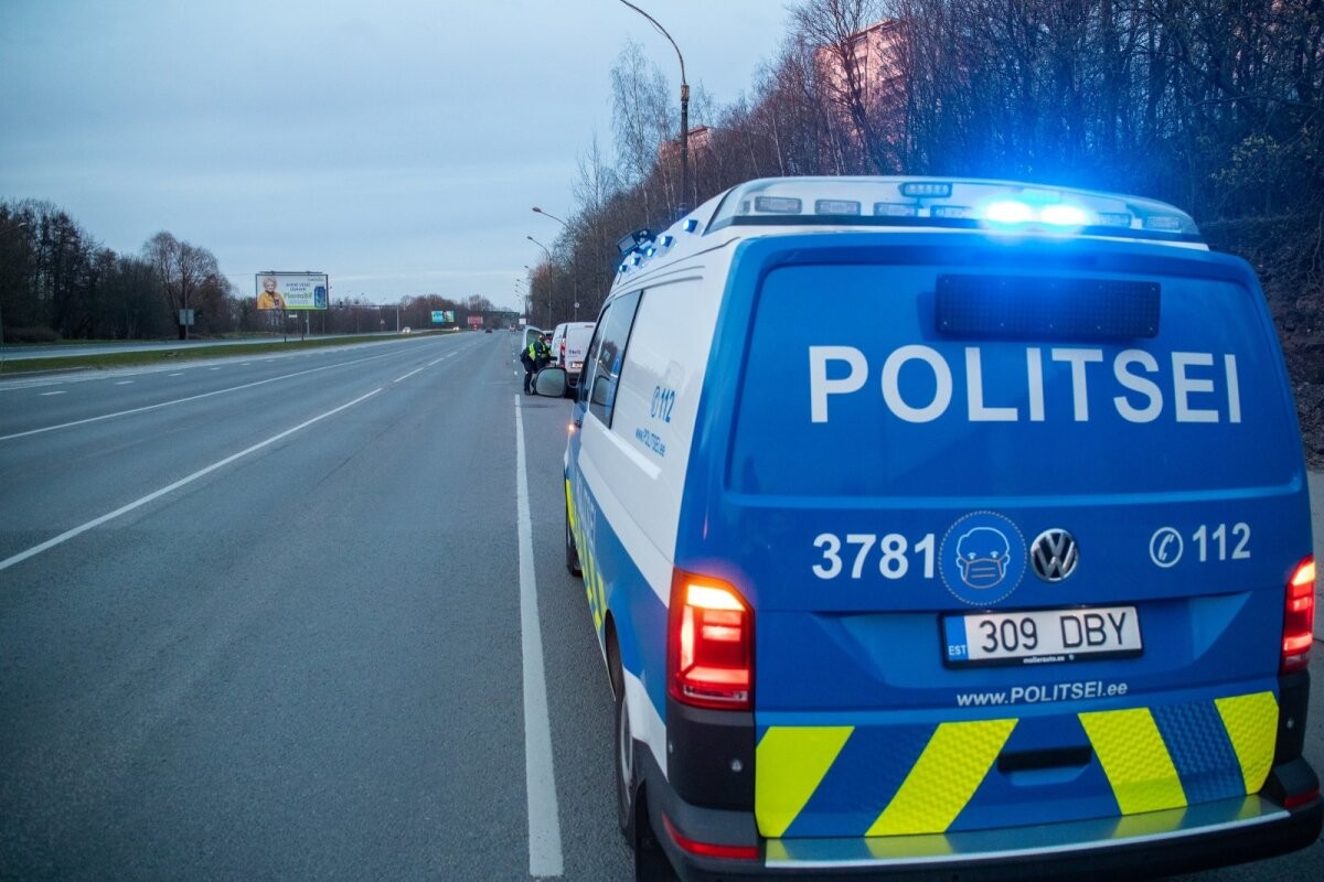 Полиция разыскивает водителя, наехавшего в Таллинне на велосипедистку