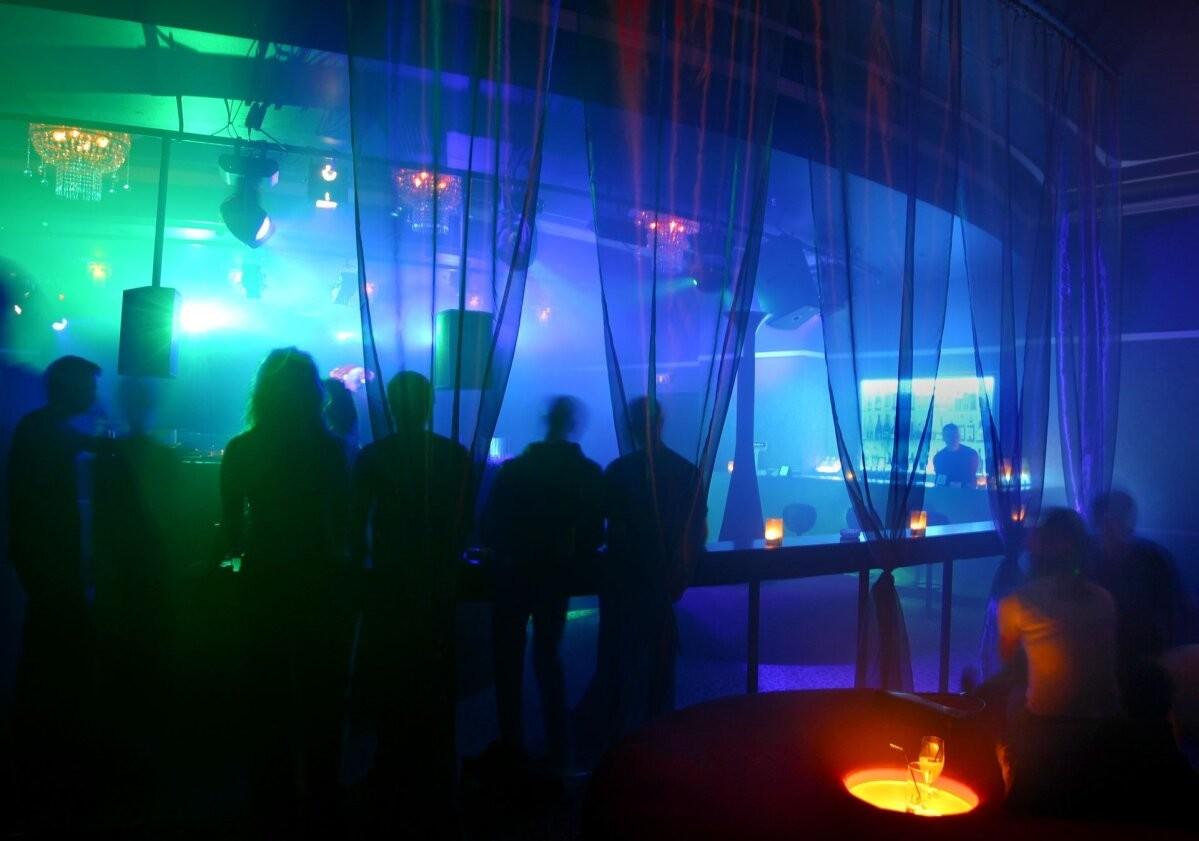 Ограничения смягчаются: бары смогут работать до утра, возобновятся круизы в Стокгольм