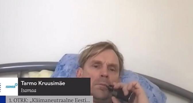 ВИДЕО: Тармо Круузимяэ во время заседания Рийгикогу курил электронную сигарету