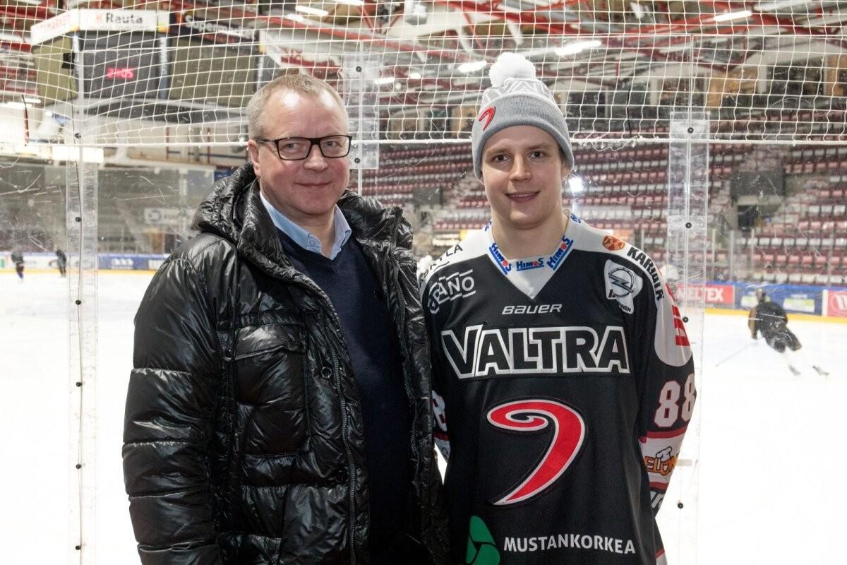 """""""Отец работал таксистом, чтобы я мог играть в хоккей"""". Первый эстонец в КХЛ дал проникновенное интервью"""