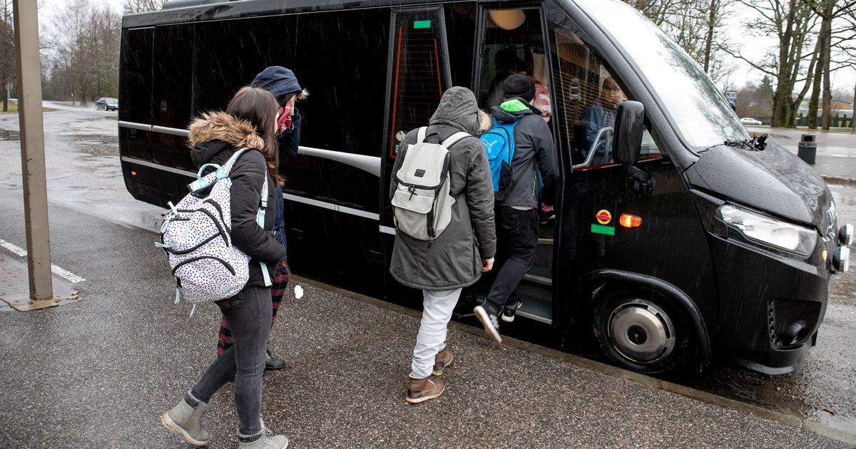 Обеспокоенная мать: ребенку приходится идти четыре километра до дома в темноте, потому что волость не может организовать школьный автобус?